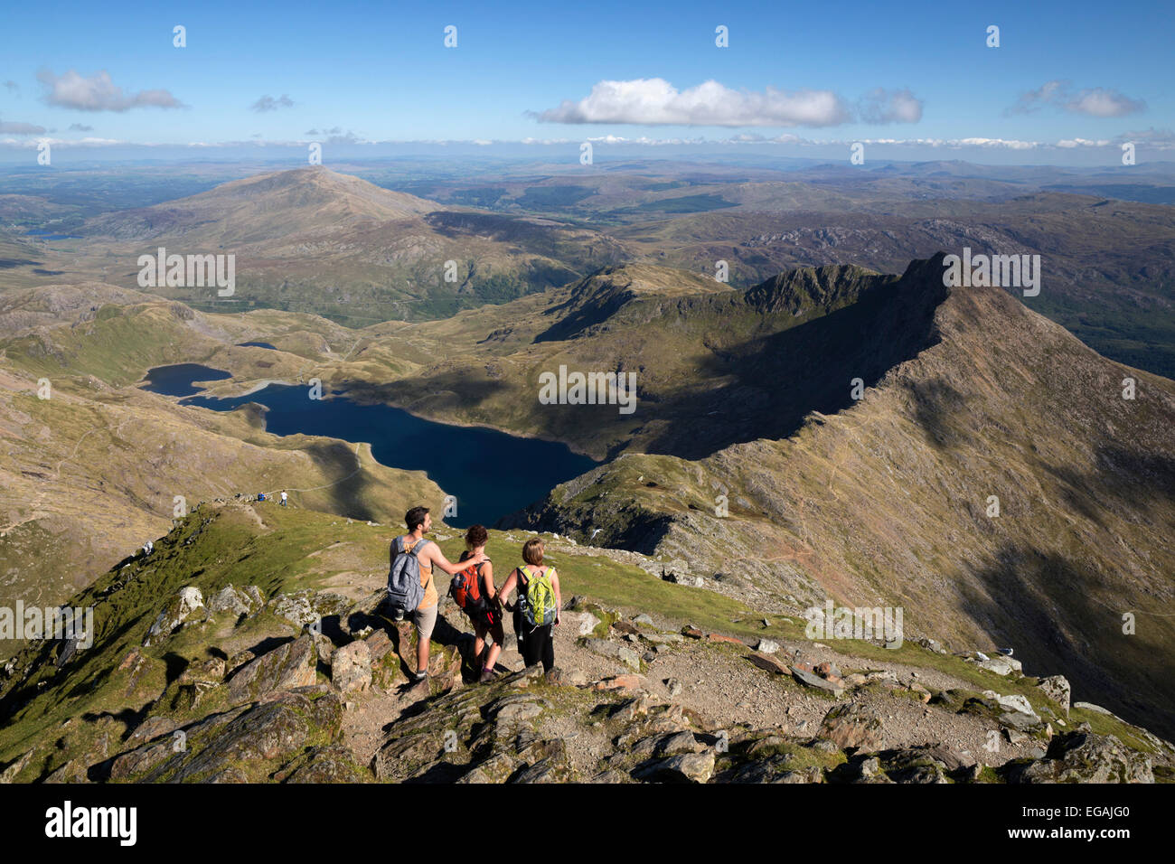 Vista desde la cumbre del Snowdon a Llyn Llydaw y Y Lliwedd Ridge, Snowdon, el Parque Nacional de Snowdonia, Gwynedd, Foto de stock