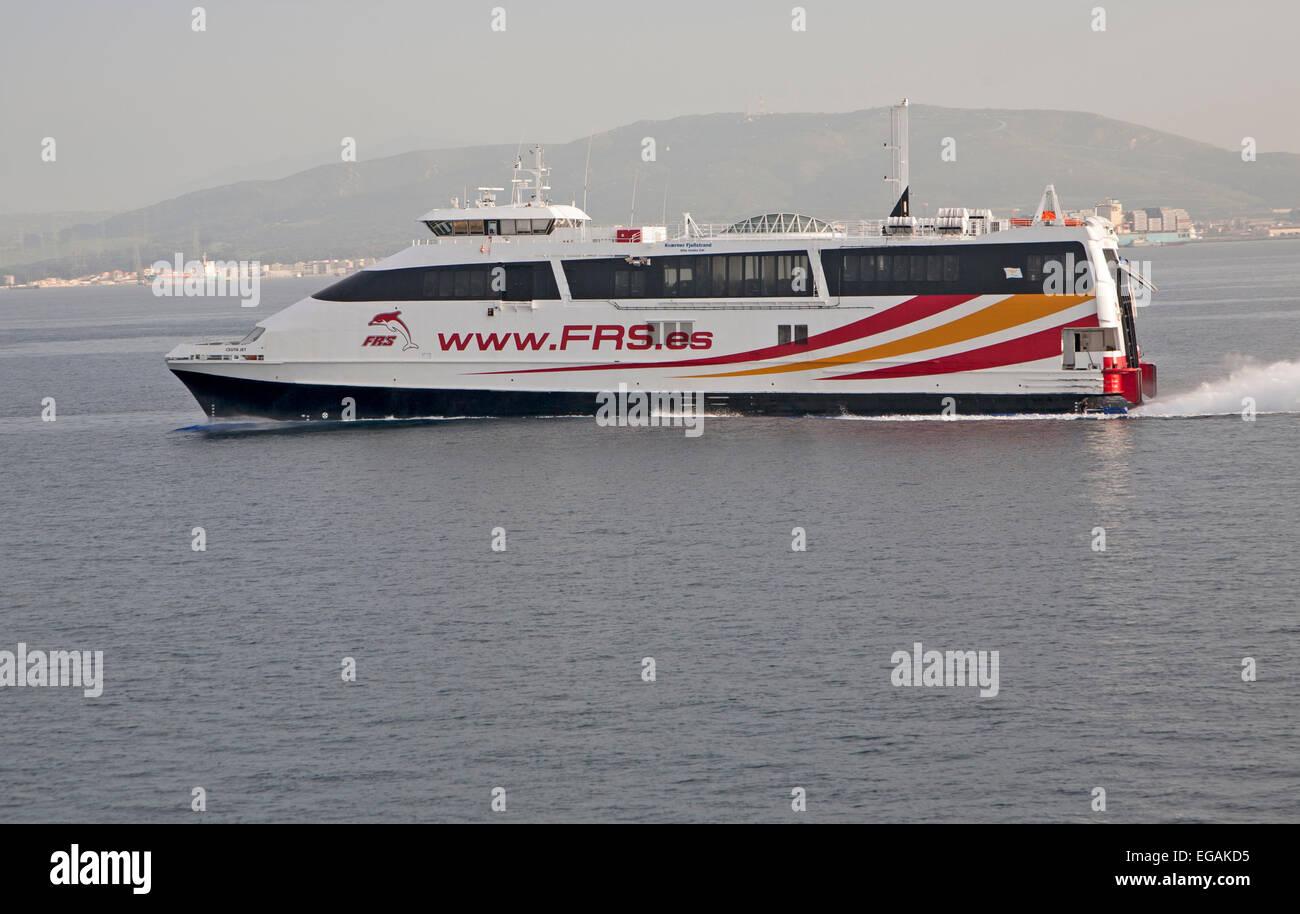 Fast Ferry FRS acercando a puerto de Algeciras, España Imagen De Stock