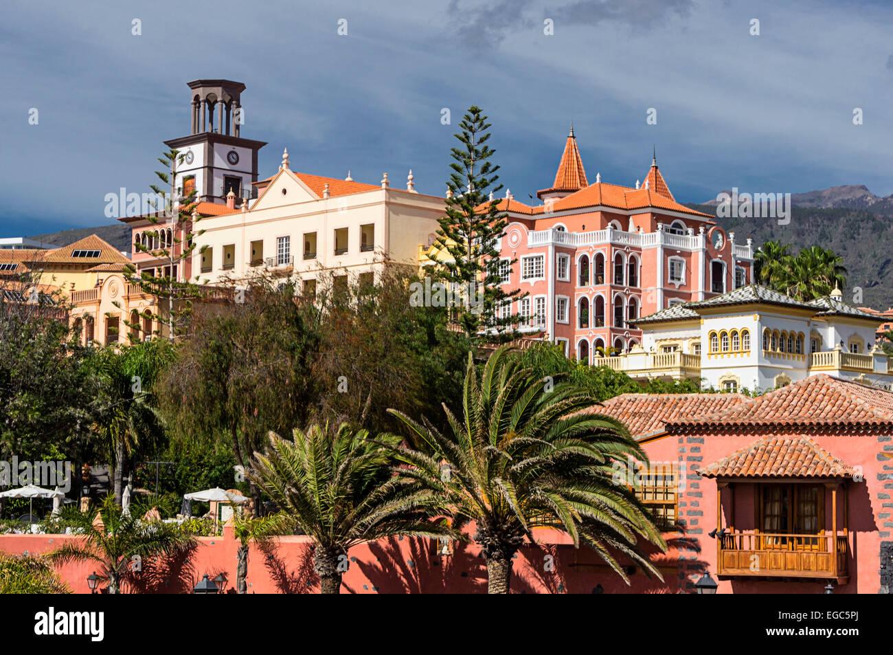 Gran Hotel Bahía Del Duque Resort en Tenerife, España Imagen De Stock