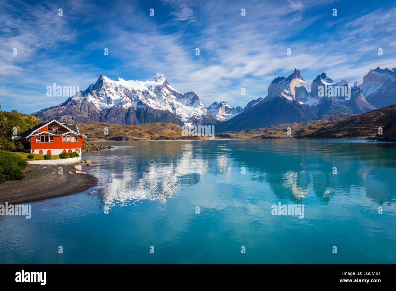 Parque Nacional Torres del Paine abarca montañas, glaciares, lagos y ríos en el sur de la Patagonia Chilena Imagen De Stock