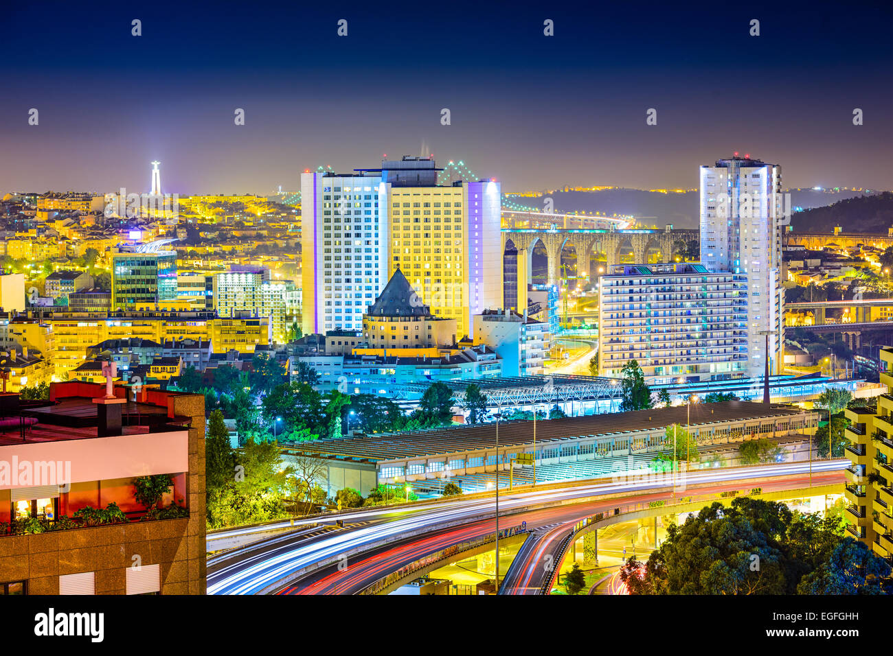 Lisboa, Portugal paisaje urbano en el nuevo distrito financiero. Imagen De Stock