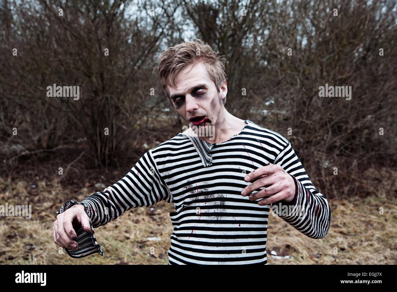 Creepy Makeup Imagenes De Stock Creepy Makeup Fotos De Stock Alamy - Maquillaje-zombie-hombre