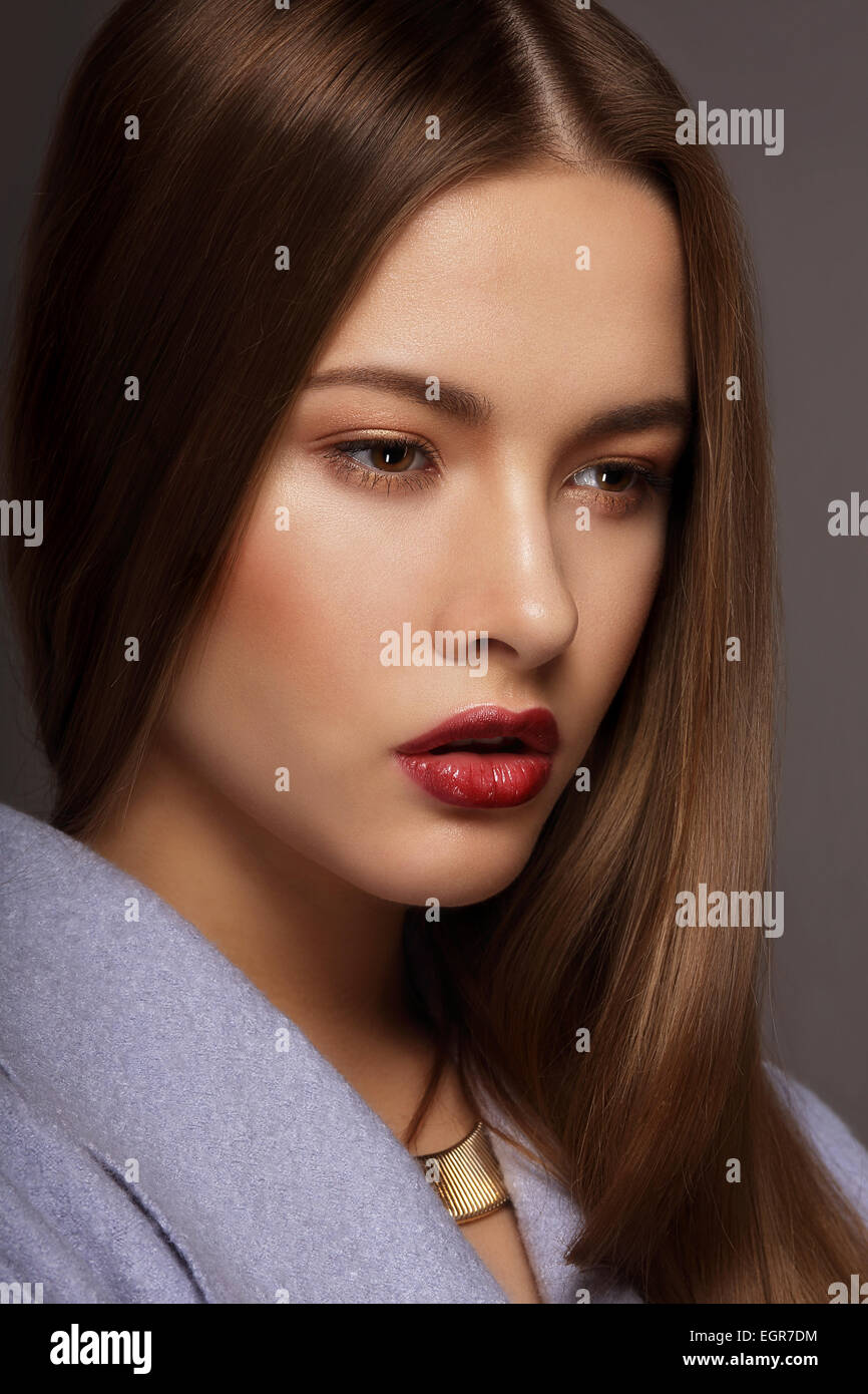 Estilo de moda. Retrato de joven mujer pijo de lujo Imagen De Stock