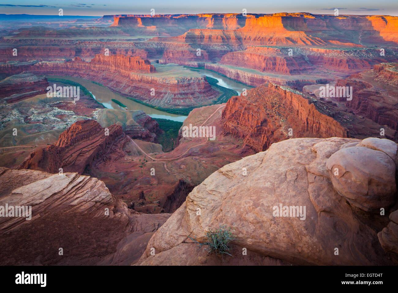 Dead Horse Point State Park, en Utah cuenta con un espectacular mirador del Río Colorado y el Parque Nacional Imagen De Stock