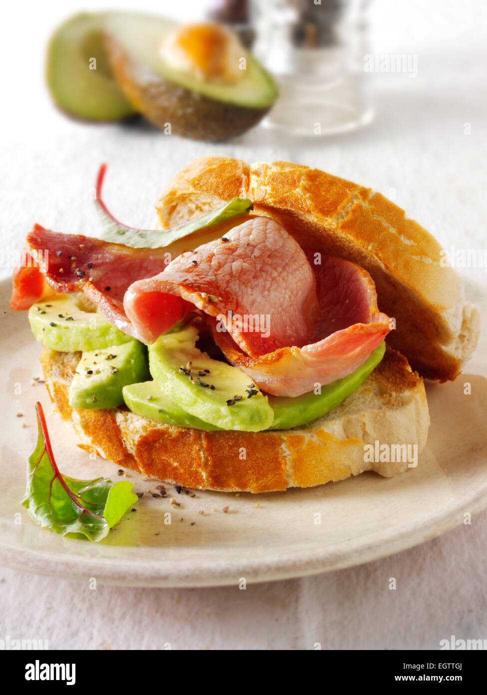 Bacon y sándwich avacado Foto de stock