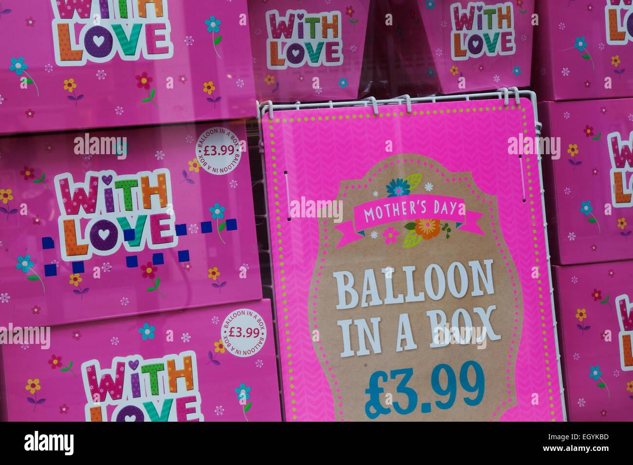Southport, Merseyside, Reino Unido el 4 de marzo de 2015. La tienda ' Tarjeta de color rosa con amor' el día de Foto de stock