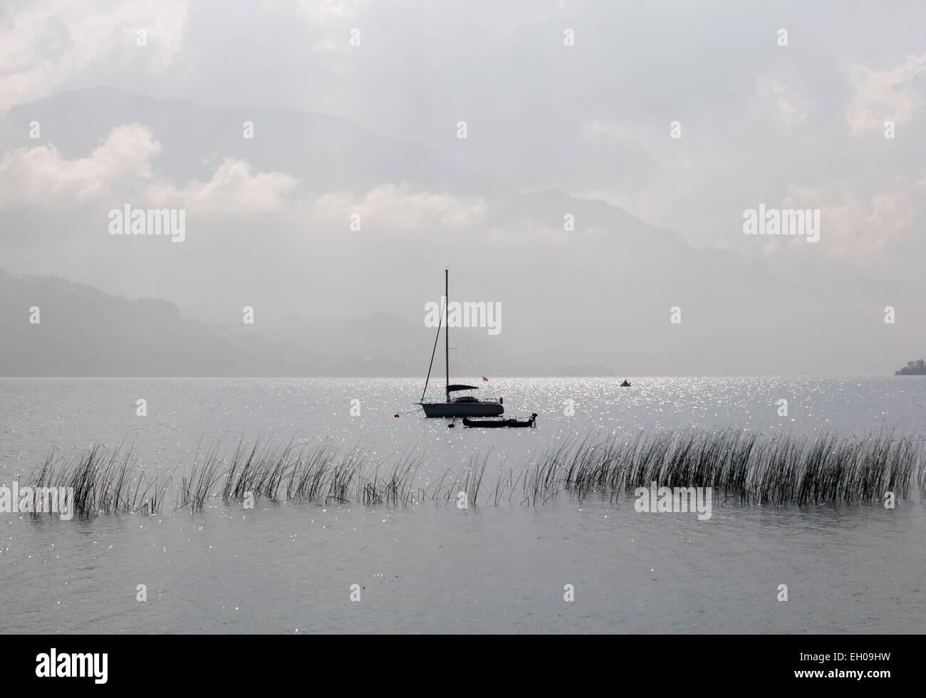 Austria, Nussdorf, tormentosa atmósfera en el lago Atterssee Imagen De Stock