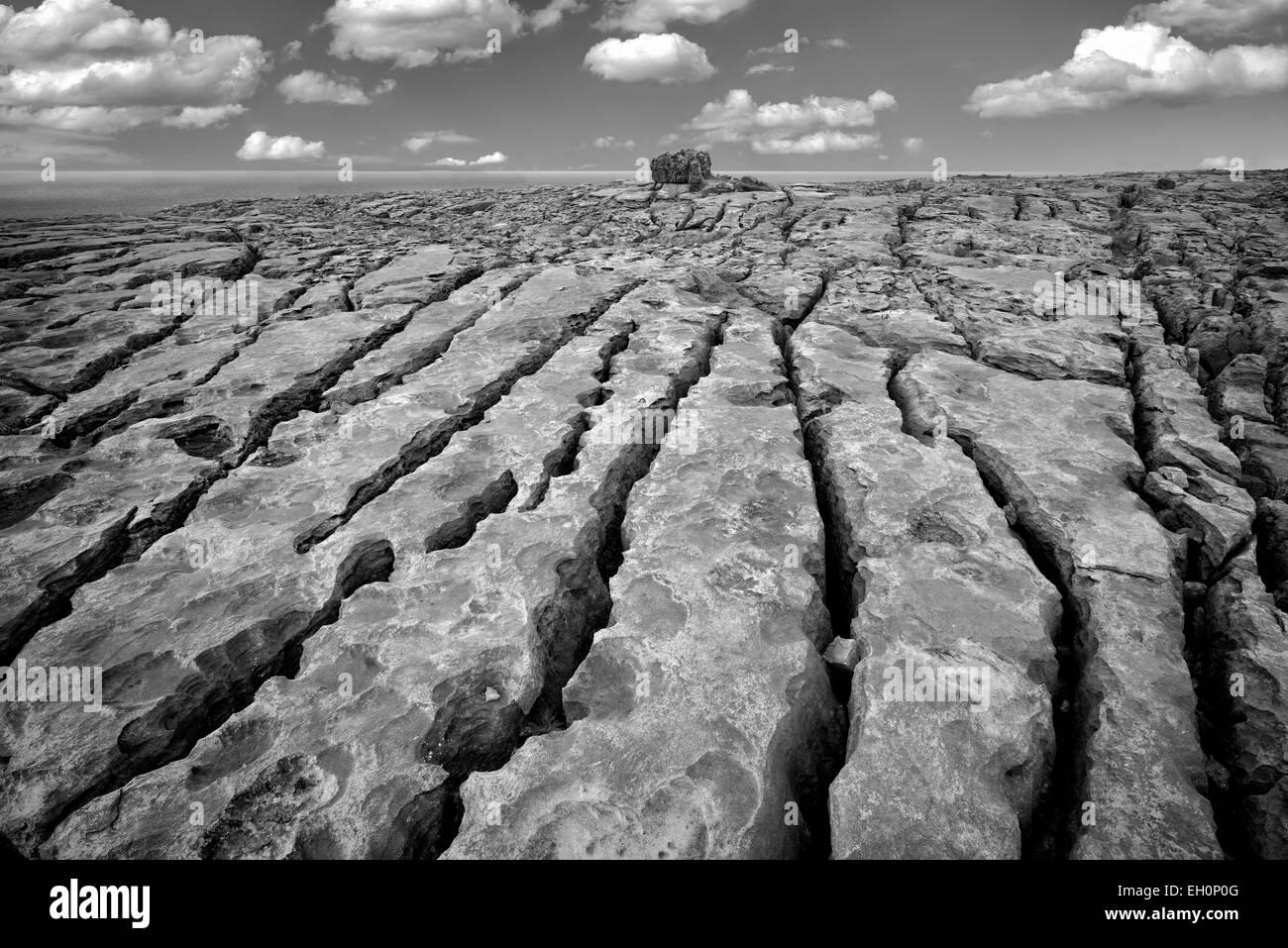 Paisaje cárstico. El Burren, en el condado de Clare. Irlanda Foto de stock