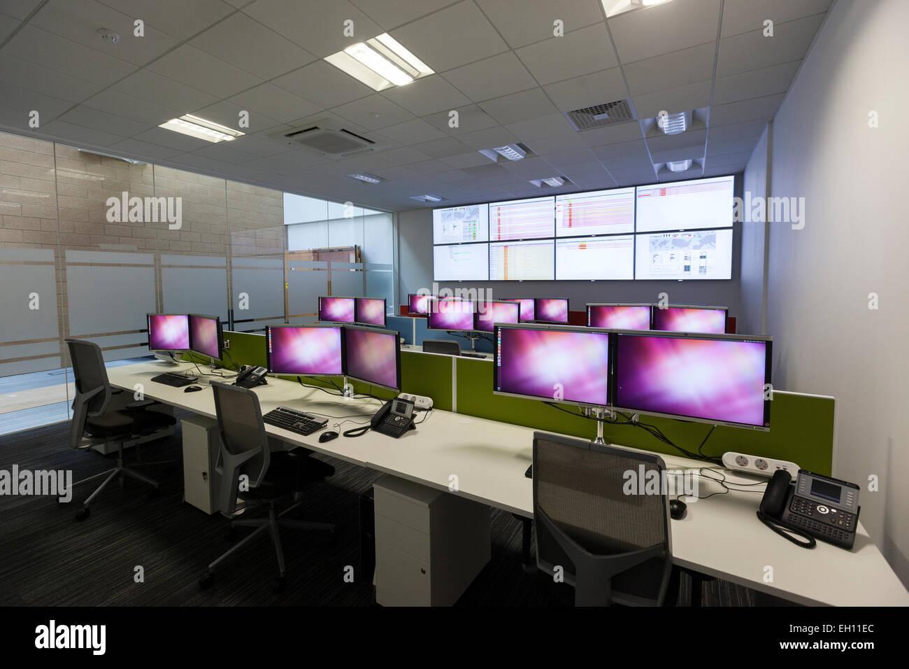 Oficina moderna con interior trading floor plan abierto desking Foto ...