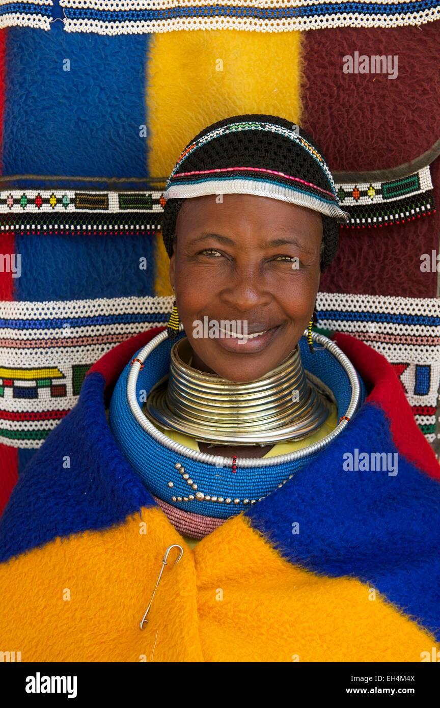 En Mpumalanga, Sudáfrica, ndebele mujer Imagen De Stock