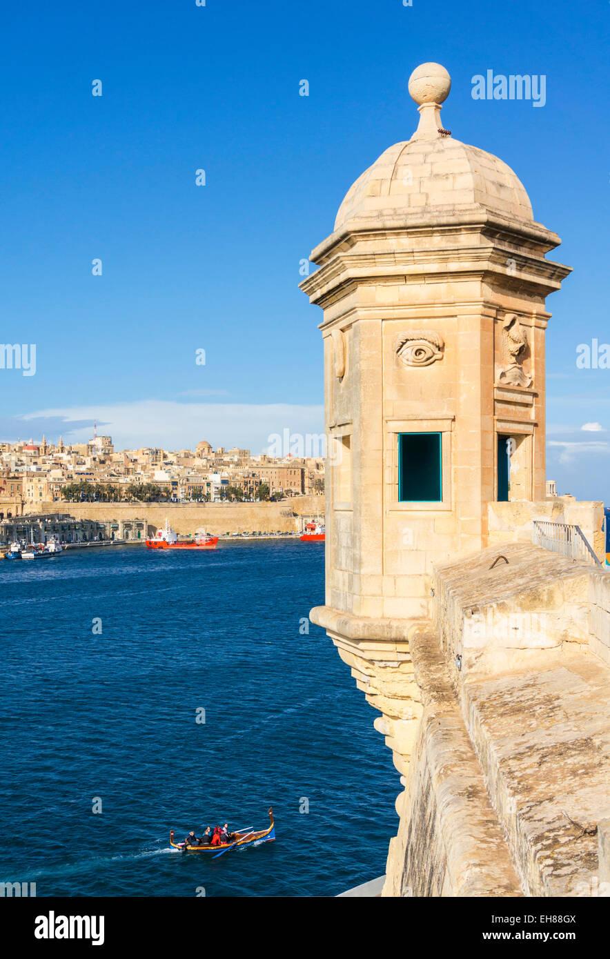 Vedette atalaya (Gardjola garita) y Valletta Grand Harbour, Senglea, las tres ciudades de Malta, Mediterráneo, Imagen De Stock