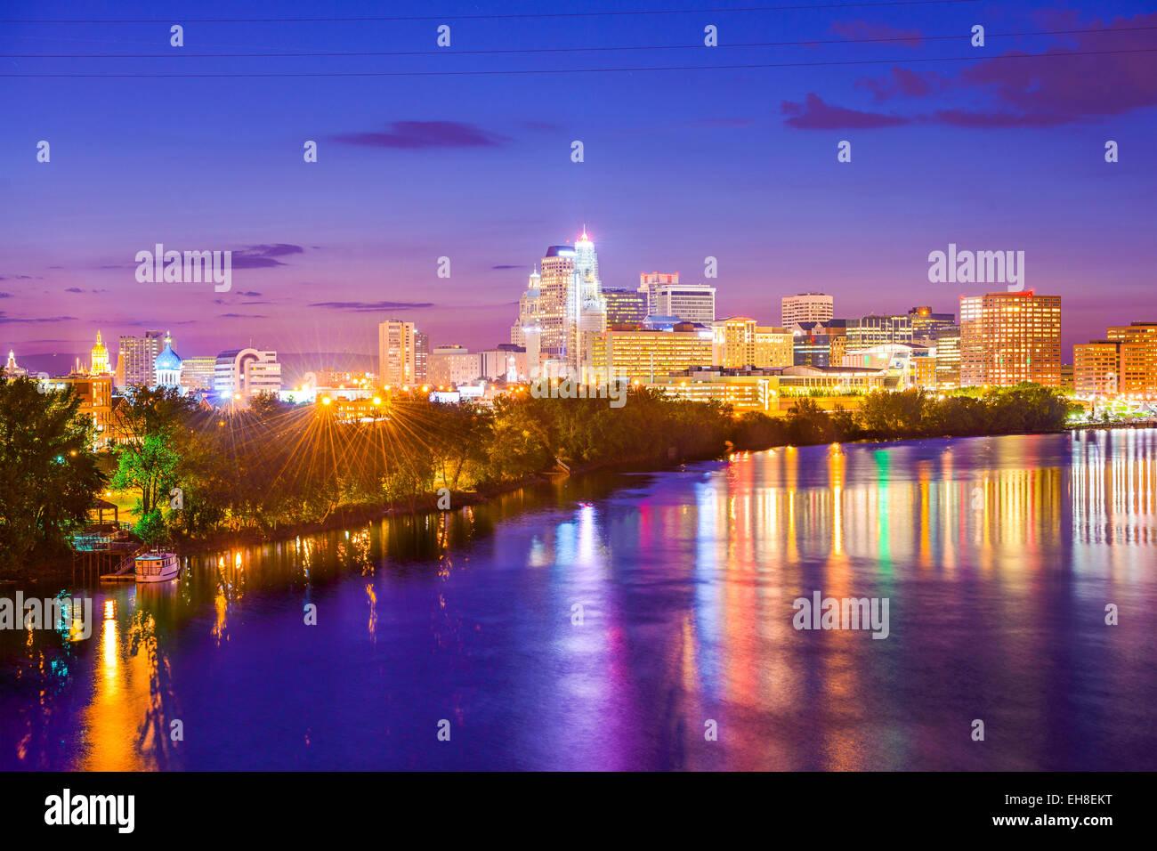 Hartford, Connecticut, EE.UU. ciudad sobre el río. Imagen De Stock