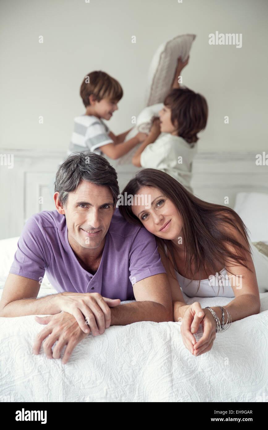 Los padres con niños, Retrato Imagen De Stock