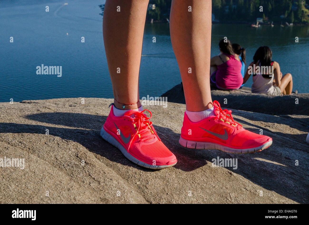 Nike Pink Shoes Imágenes De Stock & Nike Pink Shoes Fotos De
