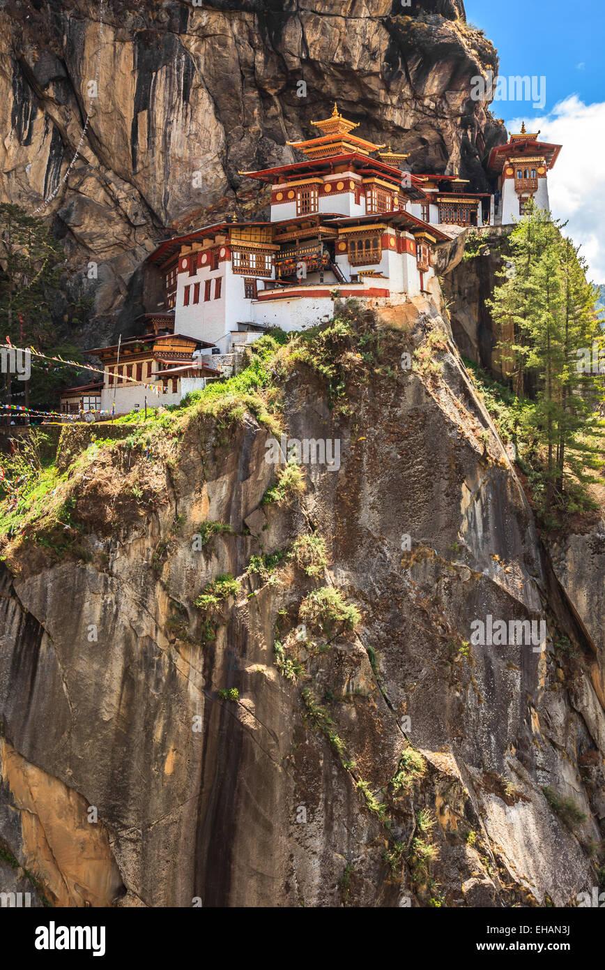 Taktshang Goemba o Tiger's Nest templo situado en el acantilado de Paro valle en Bhután Imagen De Stock
