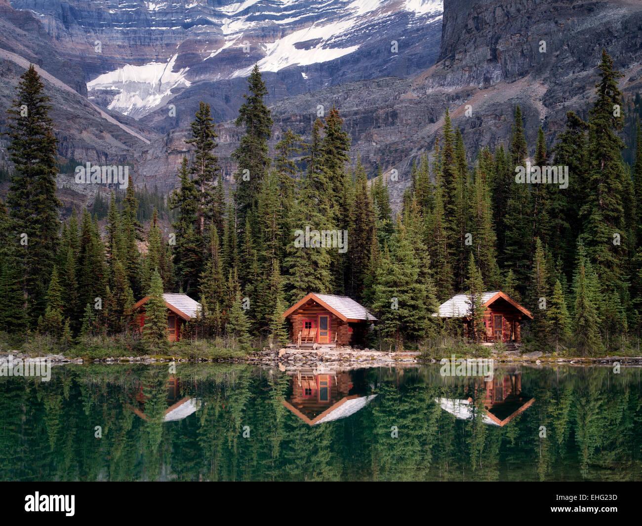 Cabañas en el lago O'Hara. El Parque Nacional Yoho, meseta Opabin, British Columbia, Canadá Foto de stock