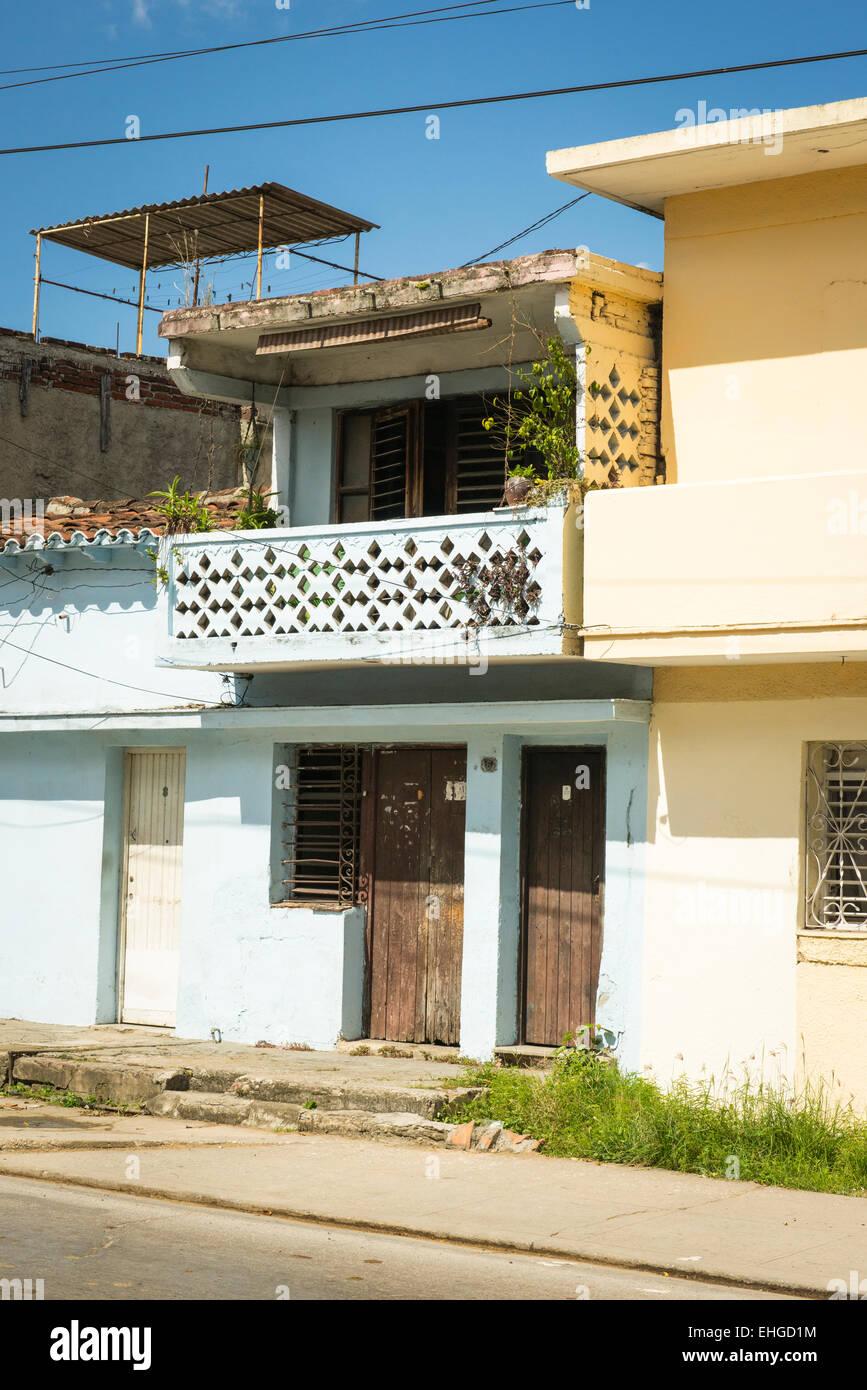 Cuba Santa Clara Pintada De Azul Tipica Casa Balcon De Madera Panel