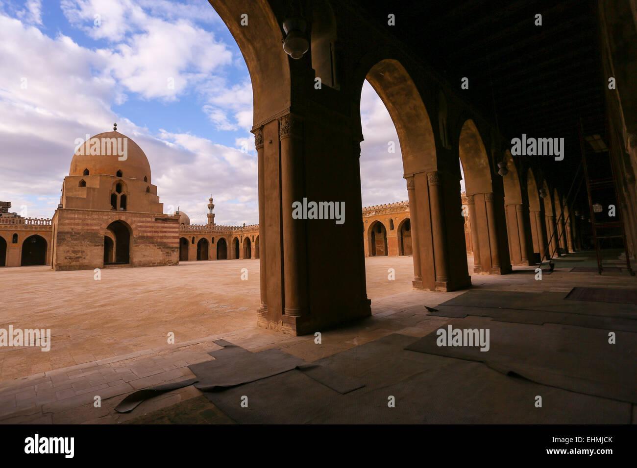 Mezquita de Ibn Tulun, el patio de El Cairo, fundado 879 AD Imagen De Stock