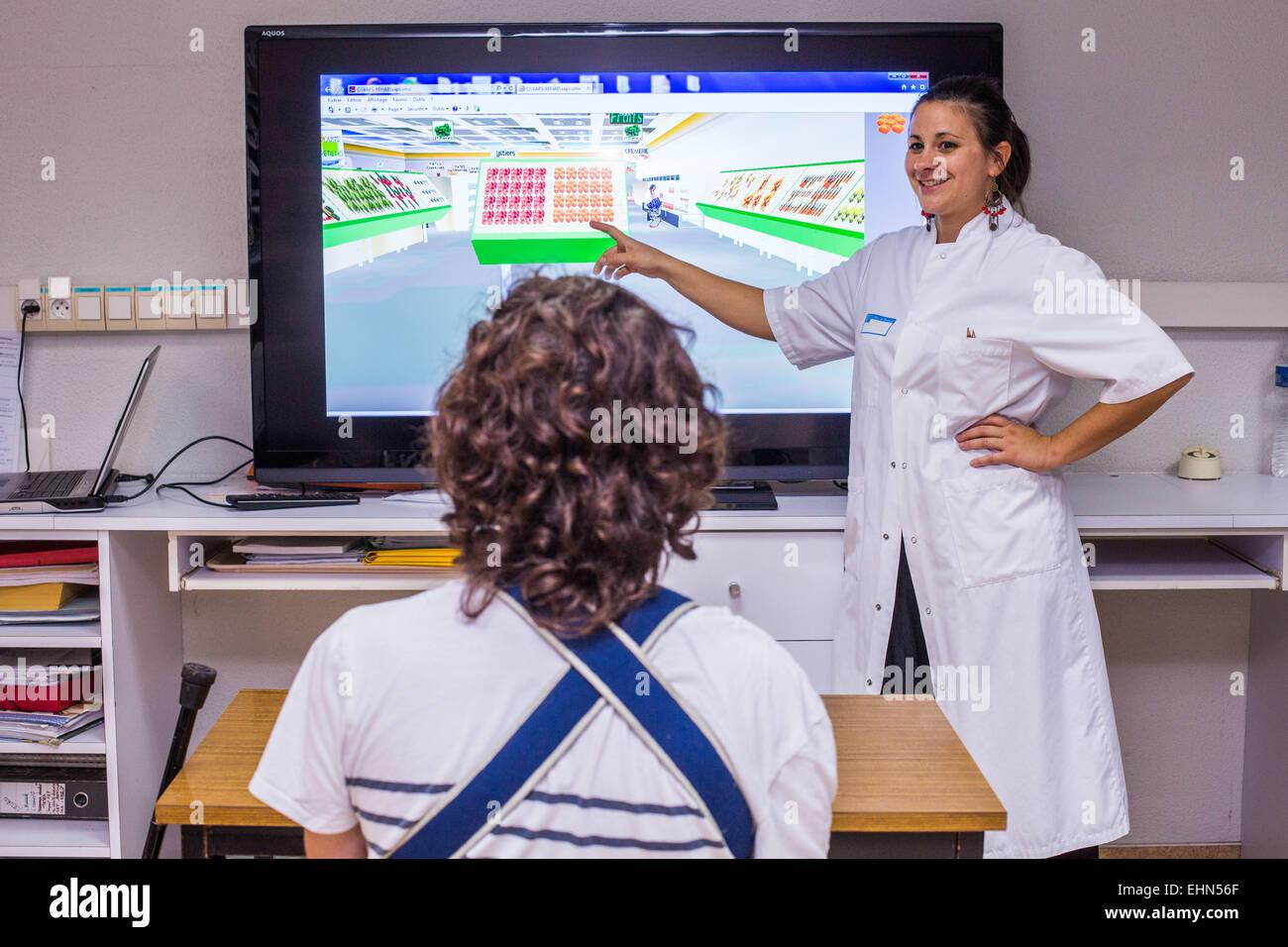 Hemipléjica paciente después de un accidente cerebrovascular, y terapeuta ocupacional, departamento de Imagen De Stock