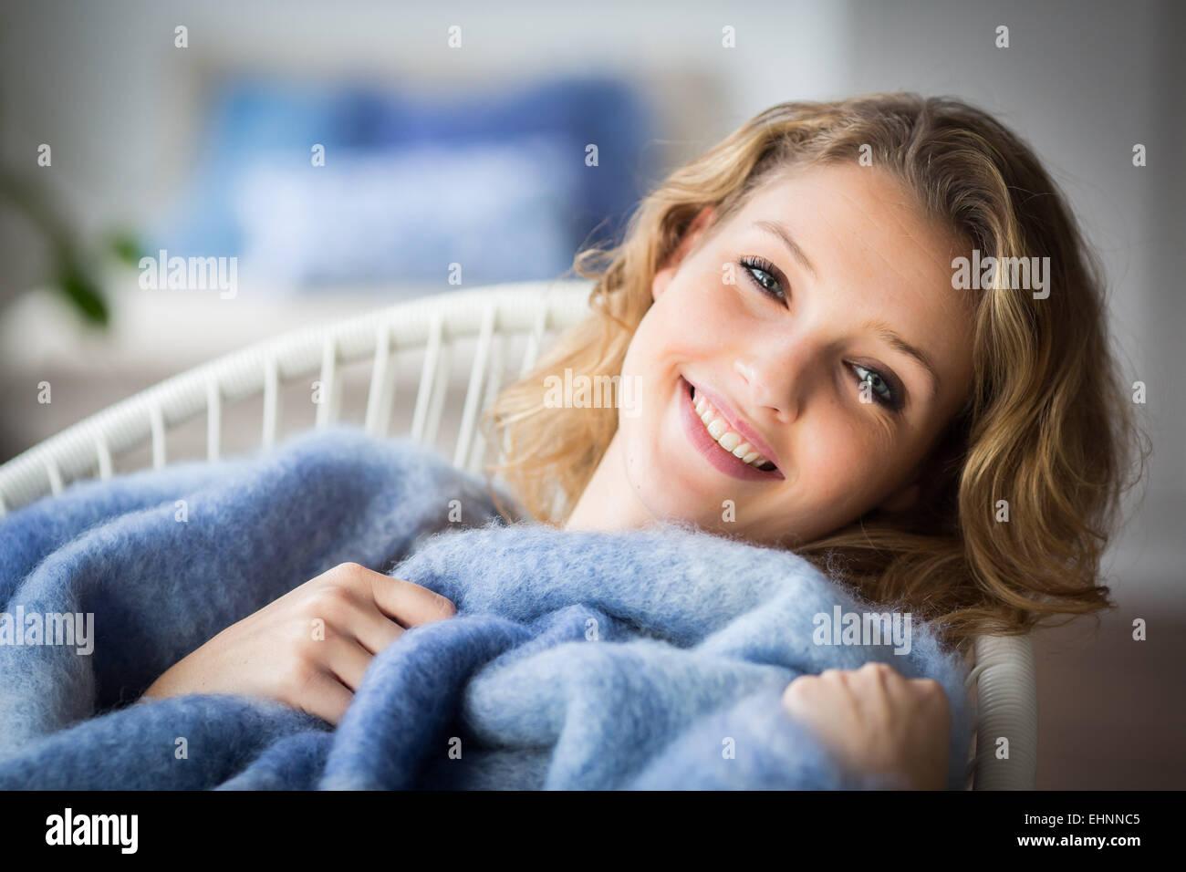 Mujer relajante. Imagen De Stock