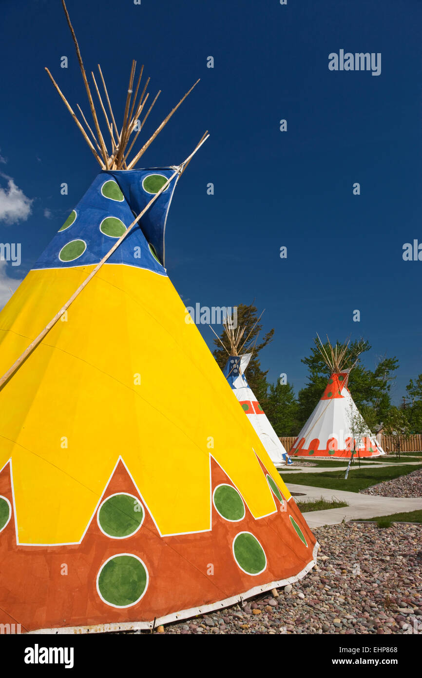 Pintado Native American TEEPEES SAINT MARY LODGE RESORT SAINT MARYS Glacier National Park en Montana EE.UU. Imagen De Stock