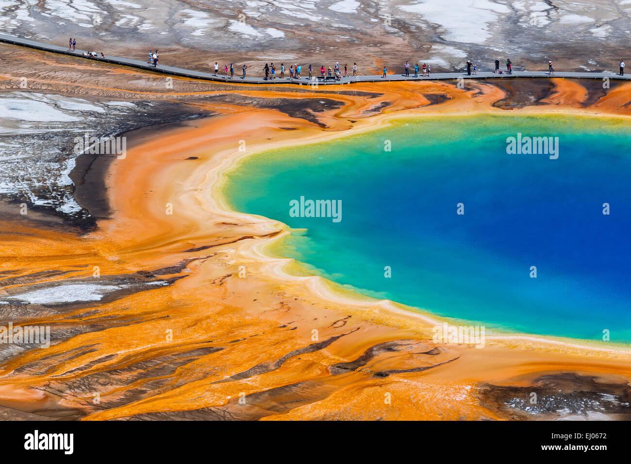 Grand Prismatic Spring, en la Cuenca del Géiser de Midway. El Parque Nacional Yellowstone, Wyoming, Estados Unidos de América. Foto de stock