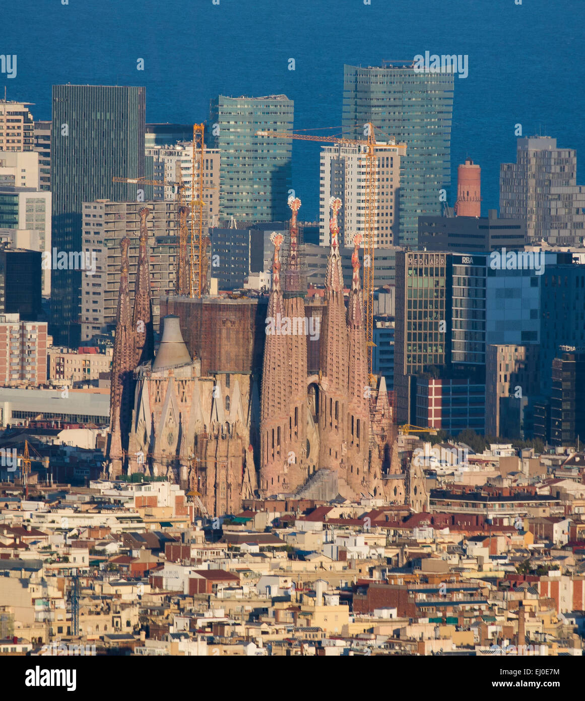 Barcelona, ciudad, paisaje urbano, la Sagrada Familia, la iglesia, España, Europa, antena, Agbar, arquitectura, Imagen De Stock