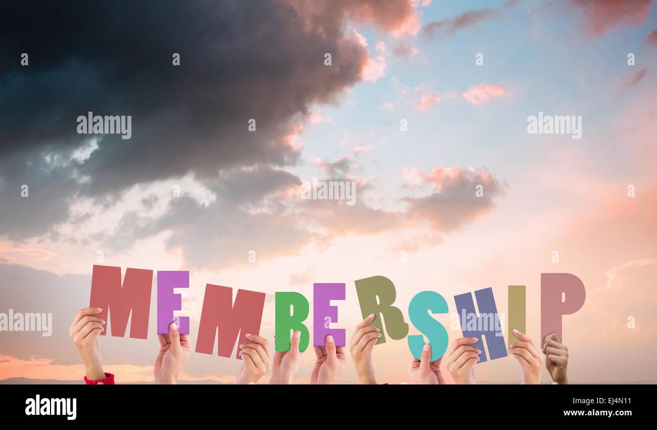 Imagen compuesta de manos sosteniendo miembro Imagen De Stock