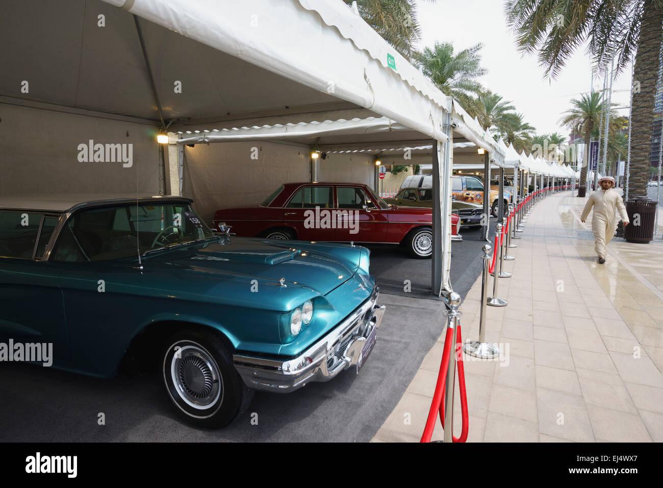 Coches Antiguos en exhibición en el Emirates Festival de coches clásicos de marzo de 2015 en el centro Imagen De Stock