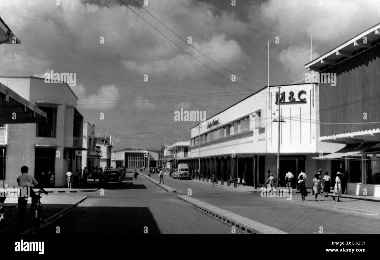 AJAXNETPHOTO. 1950S. ST.LUCIA, West Indies. - El nuevo Castries. Reconstruido tras el incendio de 1948. BRIDGE STREET, Castries, Santa Lucía,.BWI. Foto; REG CALVERT/AJAX ©AJAX Noticias & FEATURE SERVICE/REG CALVERT colección Ref:1950_BW014 Foto de stock