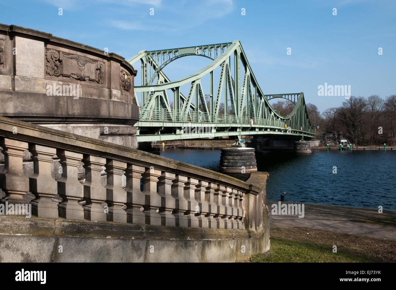 Bruecke puente Glienicker, escenario de la guerra fría espía intercambios Imagen De Stock