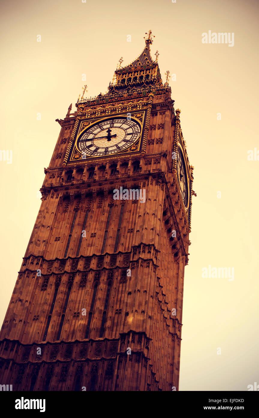 Primer plano del Big Ben de Londres, Reino Unido, vignetted y con un efecto retro Imagen De Stock