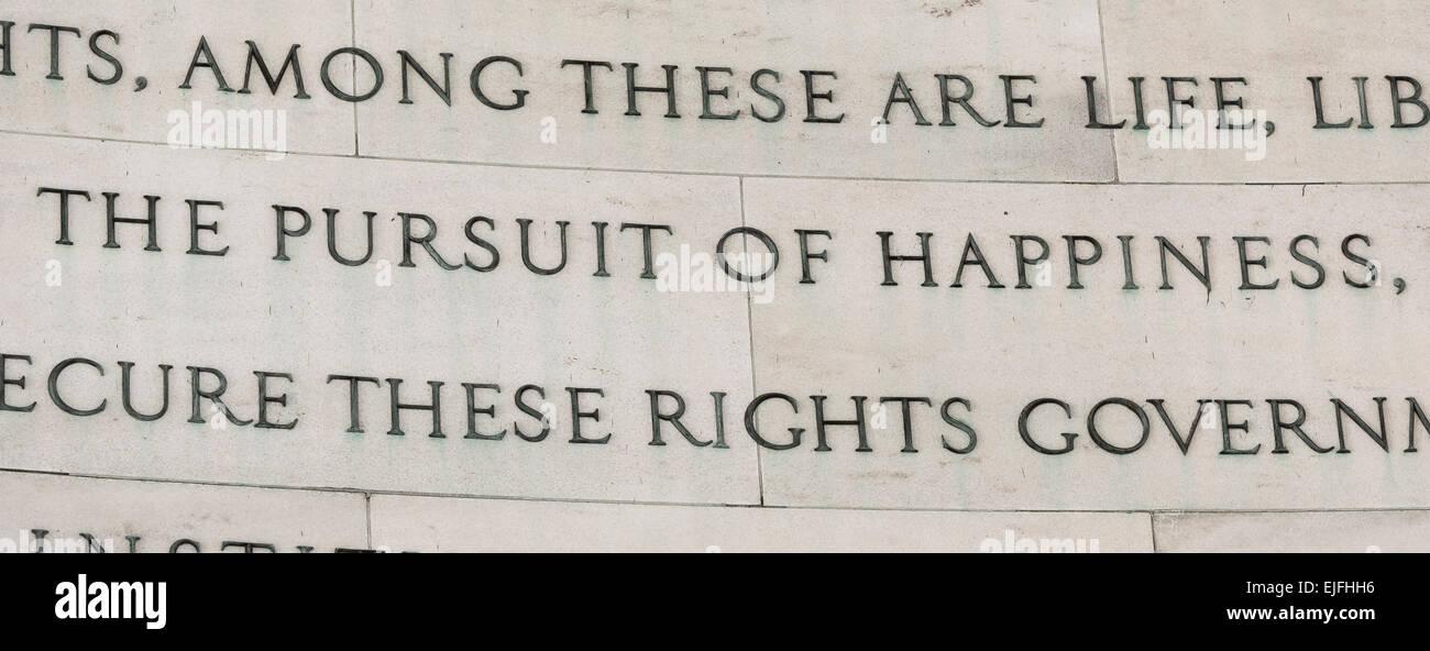 WASHINGTON, DC, EE.UU. - el Jefferson Memorial, la Declaración de Independencia extracto sobre la búsqueda Imagen De Stock