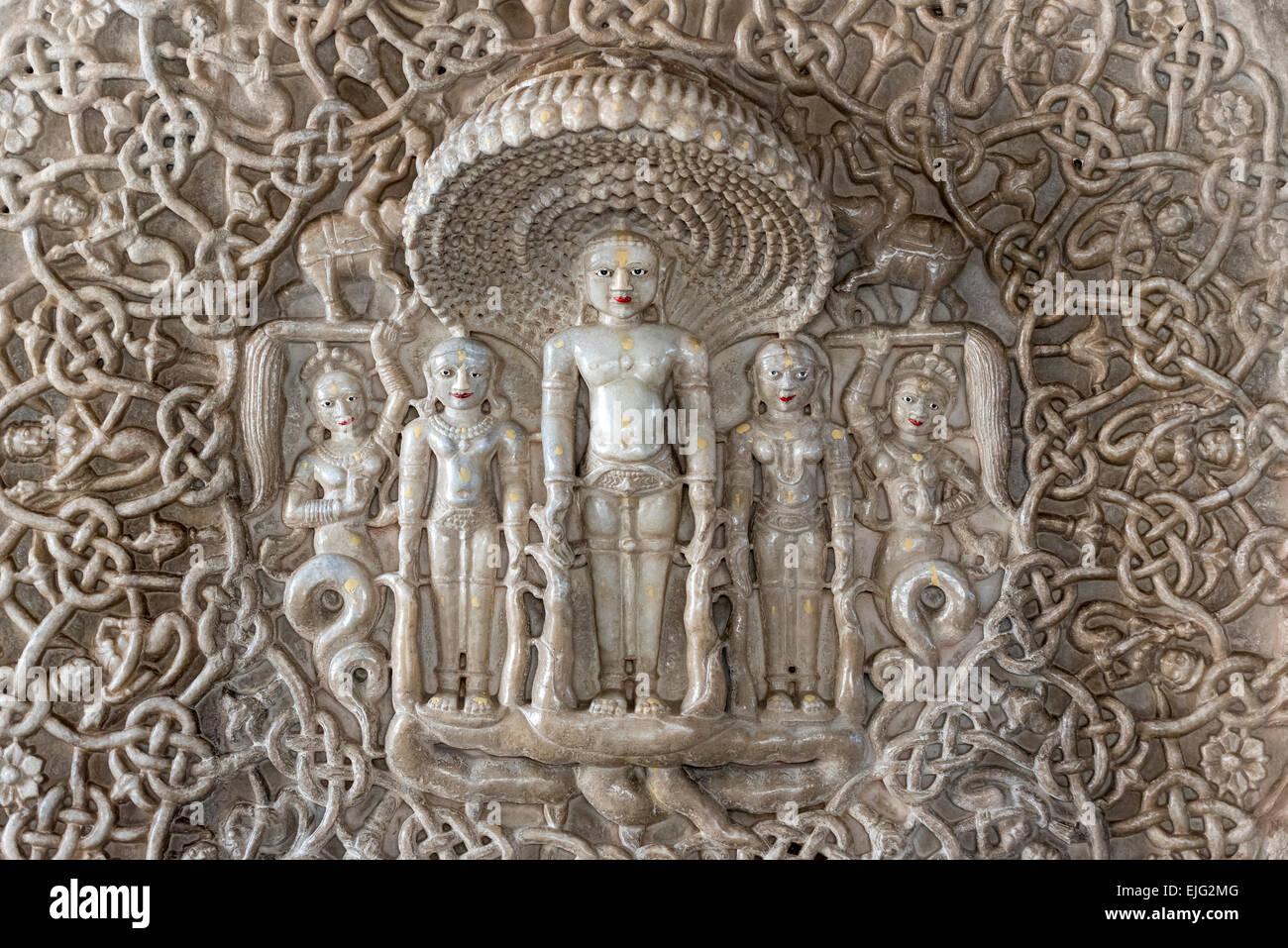 Tallas de piedra en Ranakpur Jain temple, Rajasthan, India Foto de stock