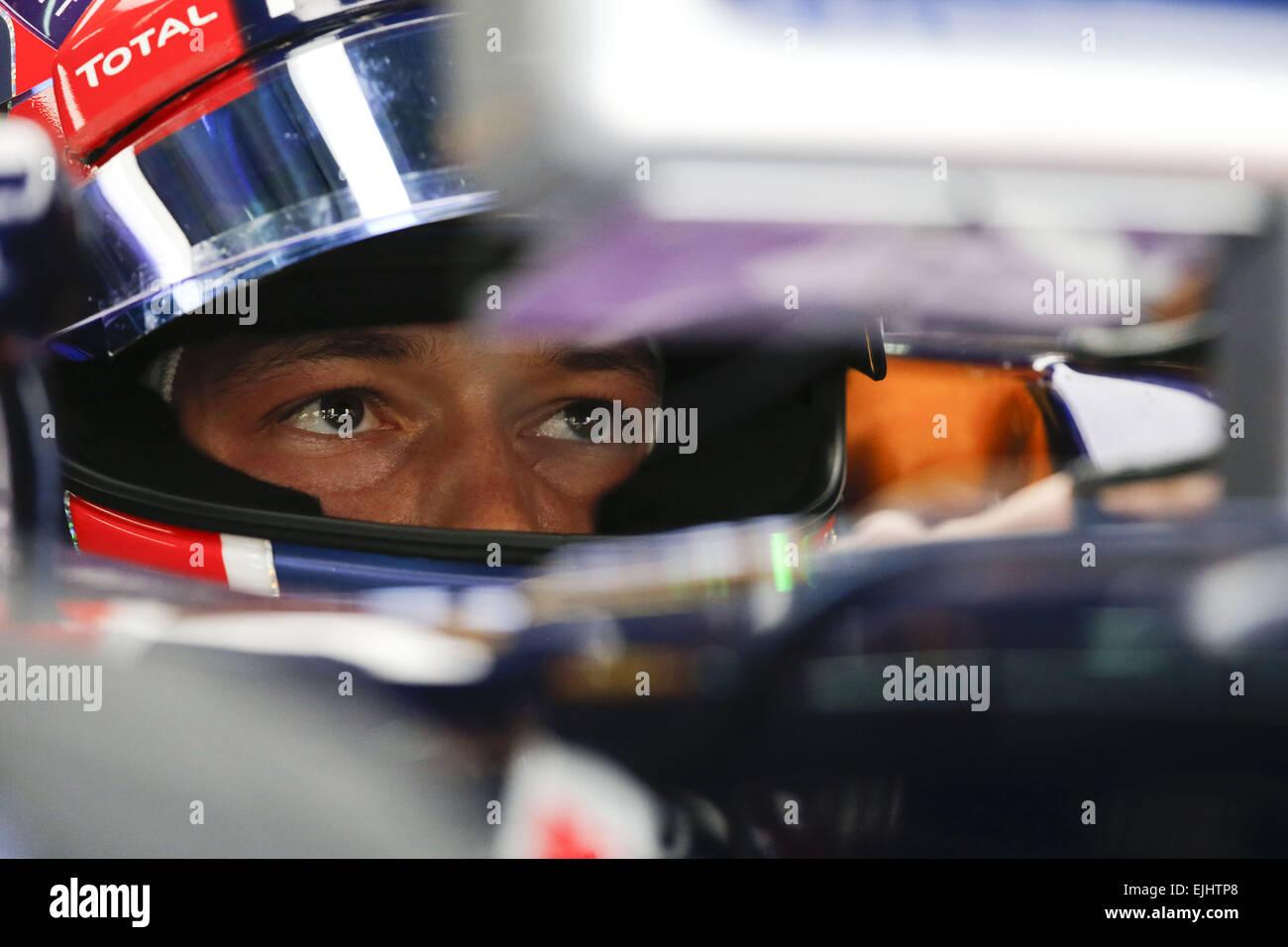 Sepang, Malasia. 27 Mar, 2015. DANIIL KVYAT de Rusia Infiniti y Red Bull Racing se ve sentado en el coche durante Imagen De Stock