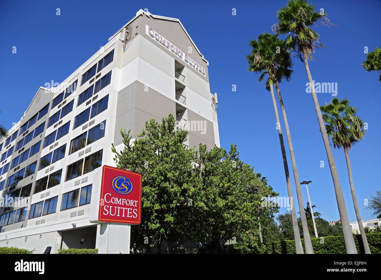 Comfort Suites hotel con suites Confort firmar al exterior, en Fort Lauderdale, Florida, EE.UU. Imagen De Stock