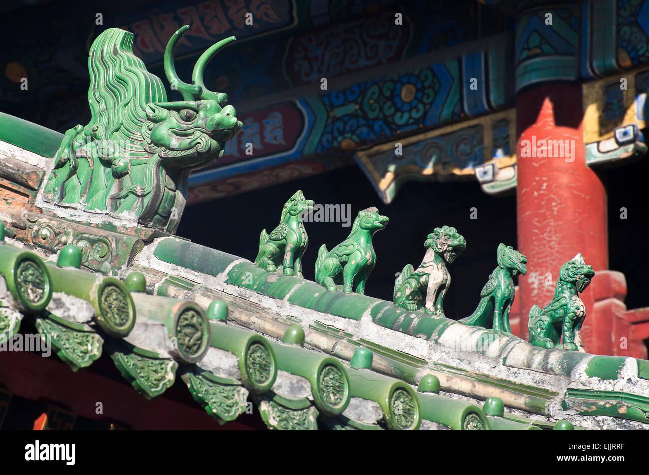El techo verde figurillas en el Templo Lama, Beijing, China Foto de stock