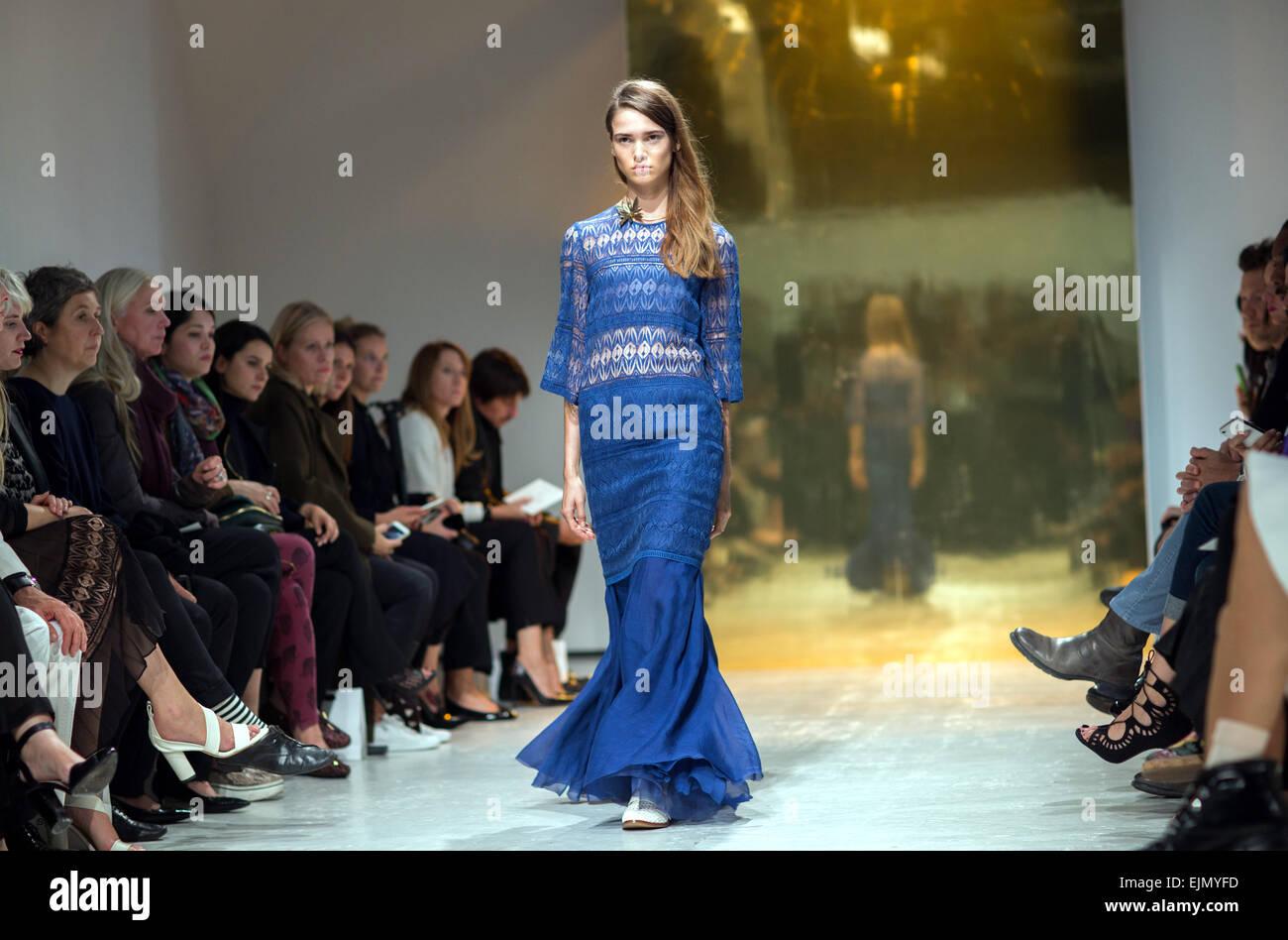 Semana de la moda de París Primavera/Verano 2015 en el Espace Commines - Kaviar Gauche - Backstage & Runway ofrece: Foto de stock