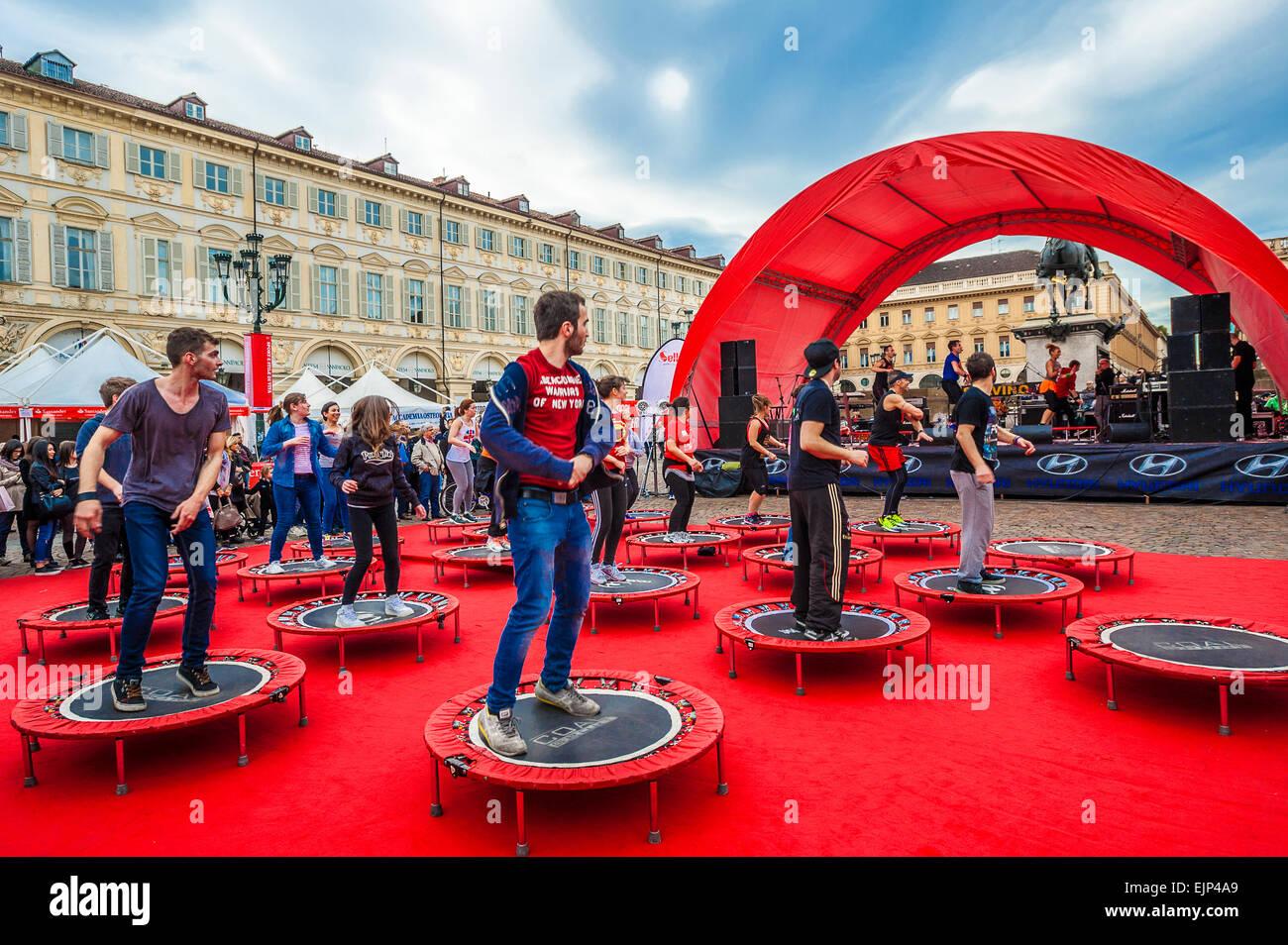 Italia plaza San Carlo de Turín Piamonte .Gimnasia en la plaza Imagen De Stock