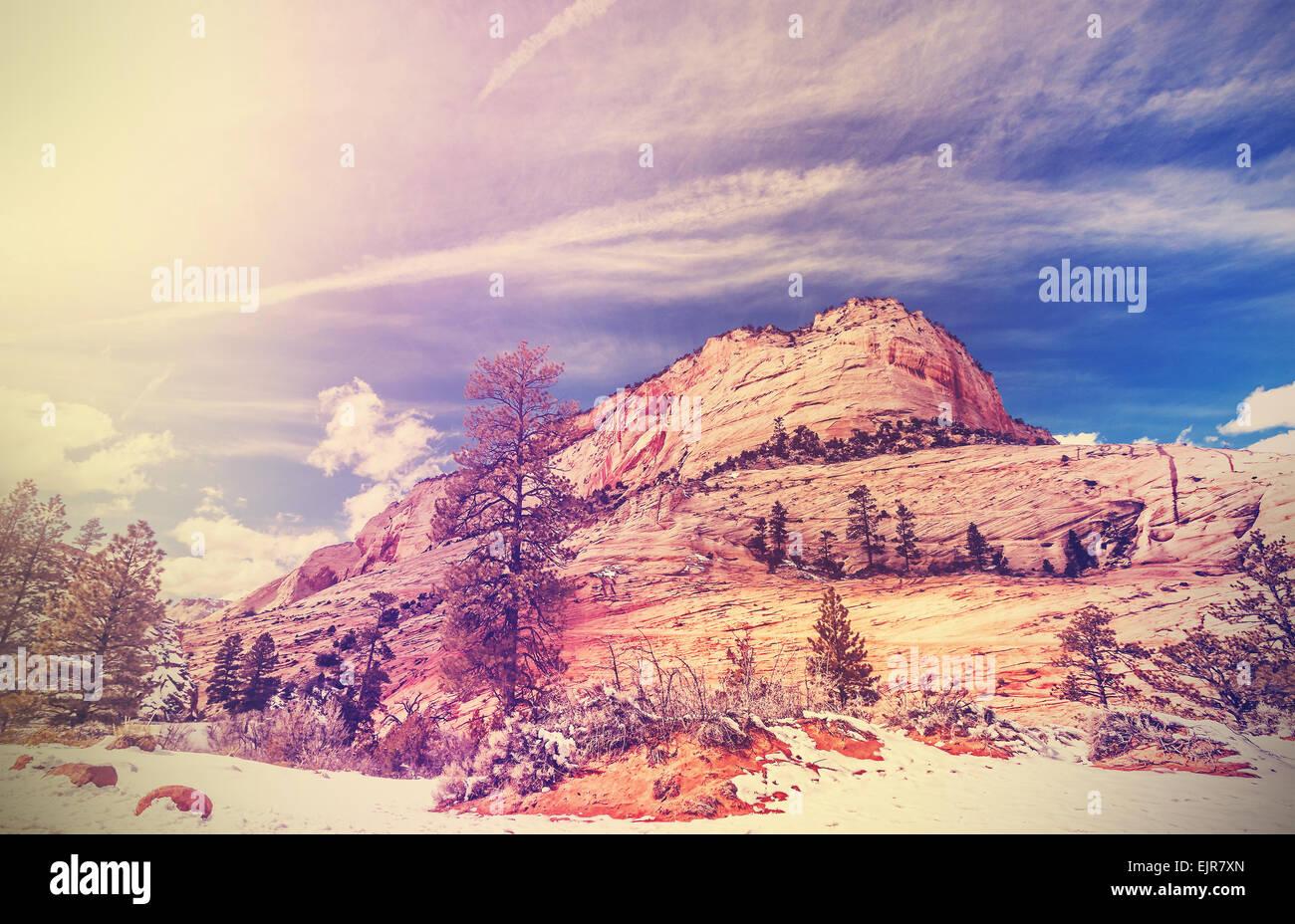 Vintage estilizado montañas en el Parque Nacional de Zion, Utah, EE.UU.. Foto de stock