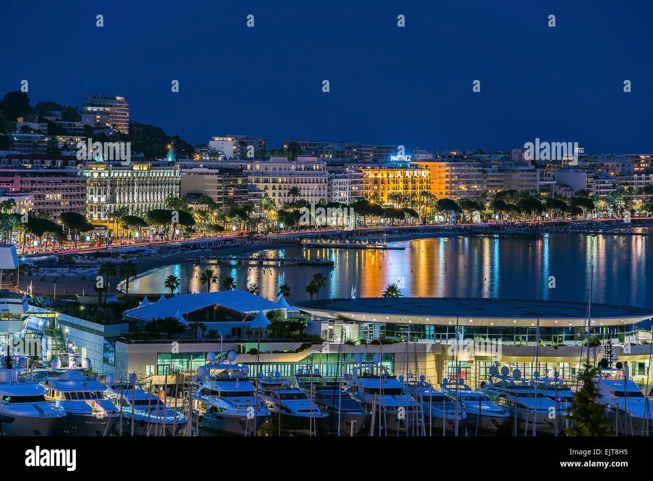 Hora azul de la ciudad de Cannes Imagen De Stock