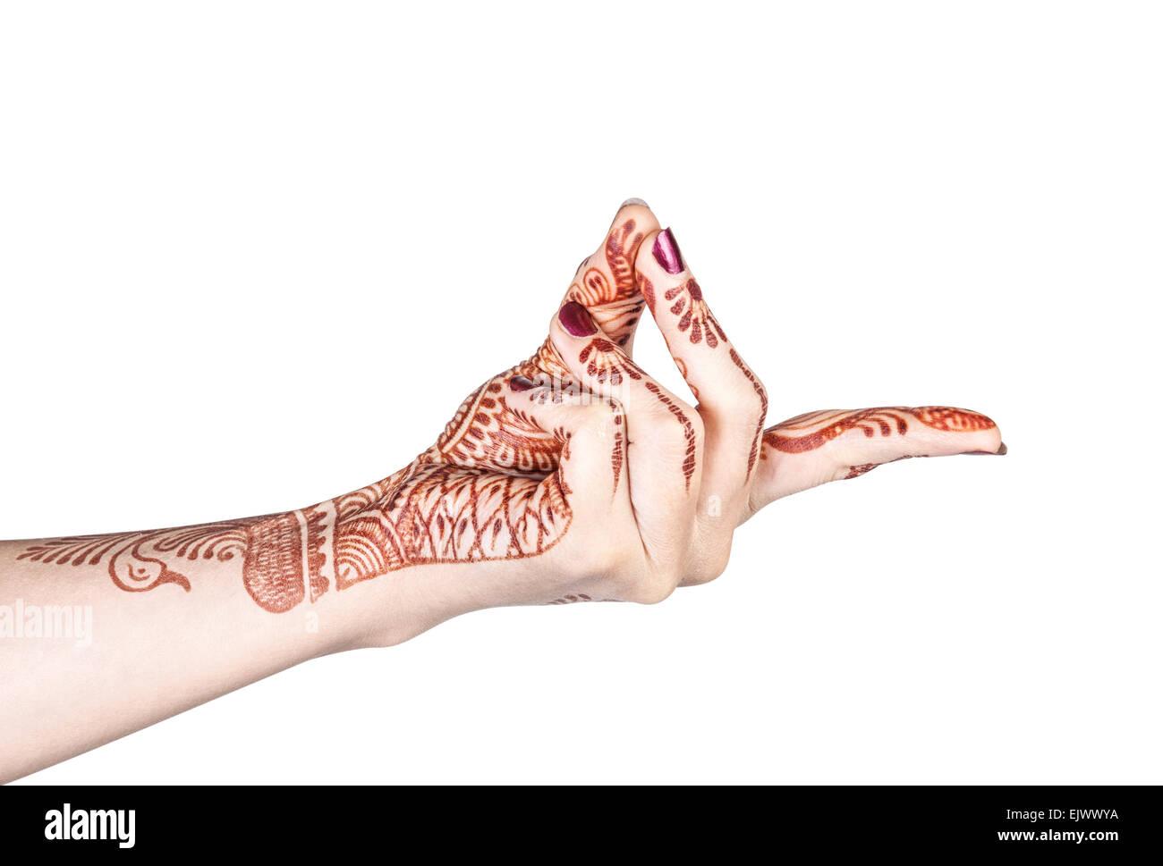 Mujer mano con henna haciendo mudra bronquial aislado sobre fondo blanco con trazado de recorte Imagen De Stock