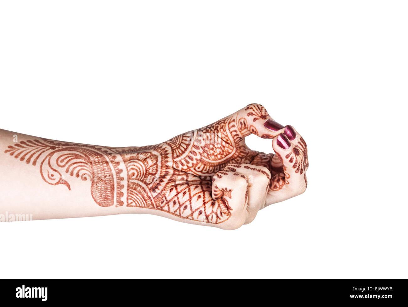 Mujer mano con henna haciendo Kubera mudra aislado sobre fondo blanco con trazado de recorte Imagen De Stock