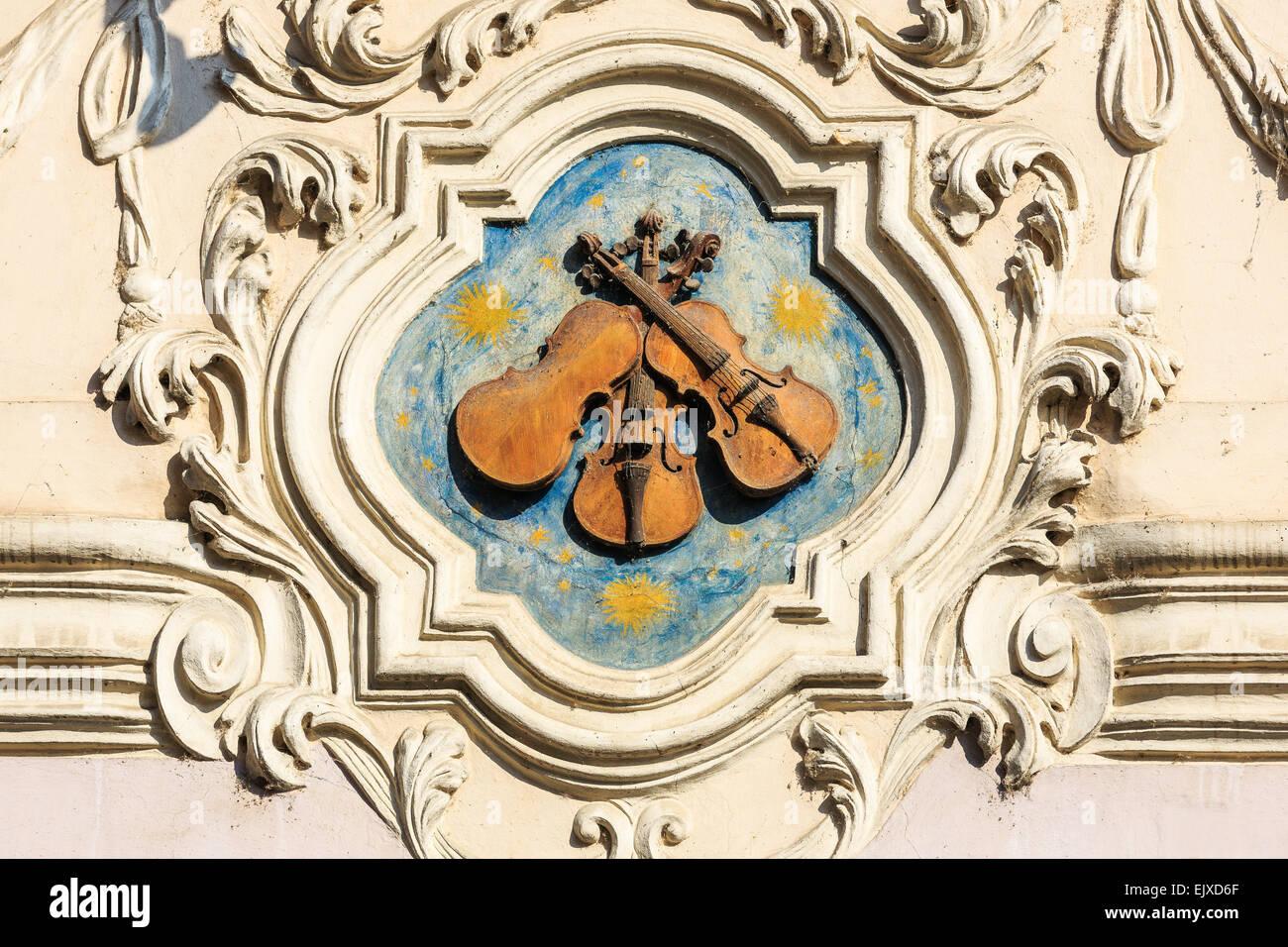 Tres pequeños violines. Praga, República Checa. Imagen De Stock
