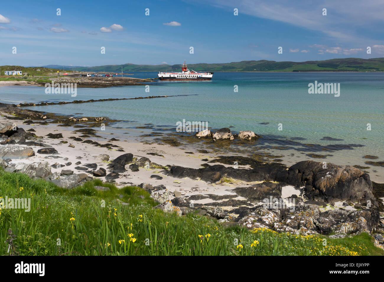 La isla de Gigha inner hebrides con playa plus calmac ferry Foto de stock