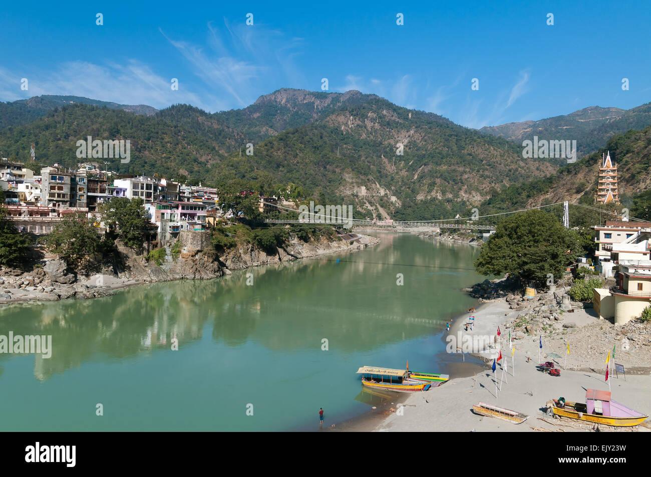 Laxman Jhula puente sobre el río Ganges. Rishikesh Imagen De Stock