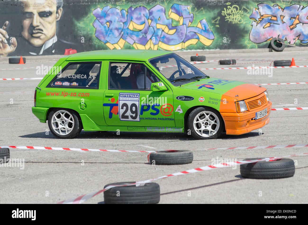 Rally de autos, de slalom, en la calle pública. Juan Carlos Checa González con su Opel Corsa. Imagen De Stock