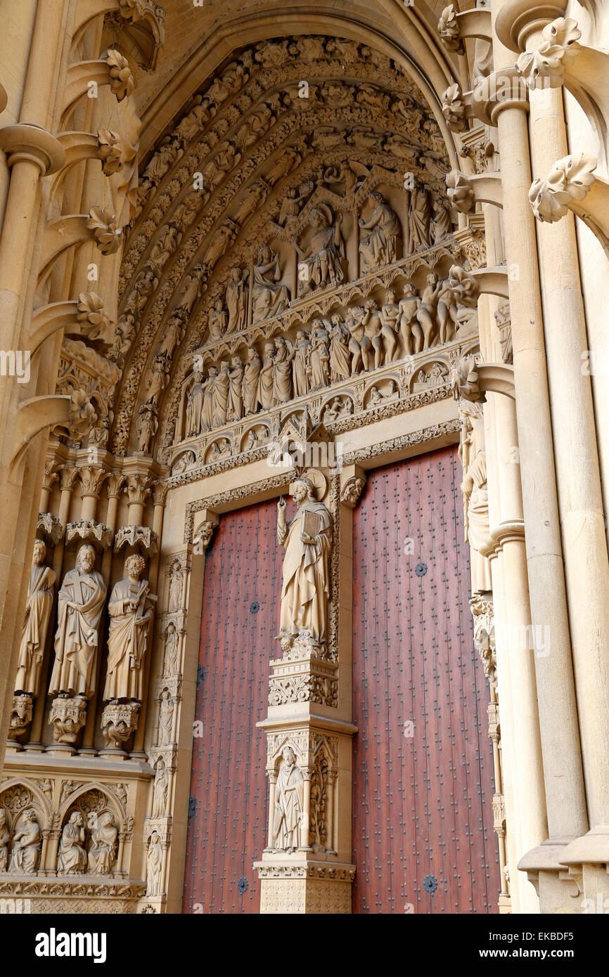 Fachada oeste, la catedral de Metz, Metz, Lorraine, Francia, Europa Imagen De Stock
