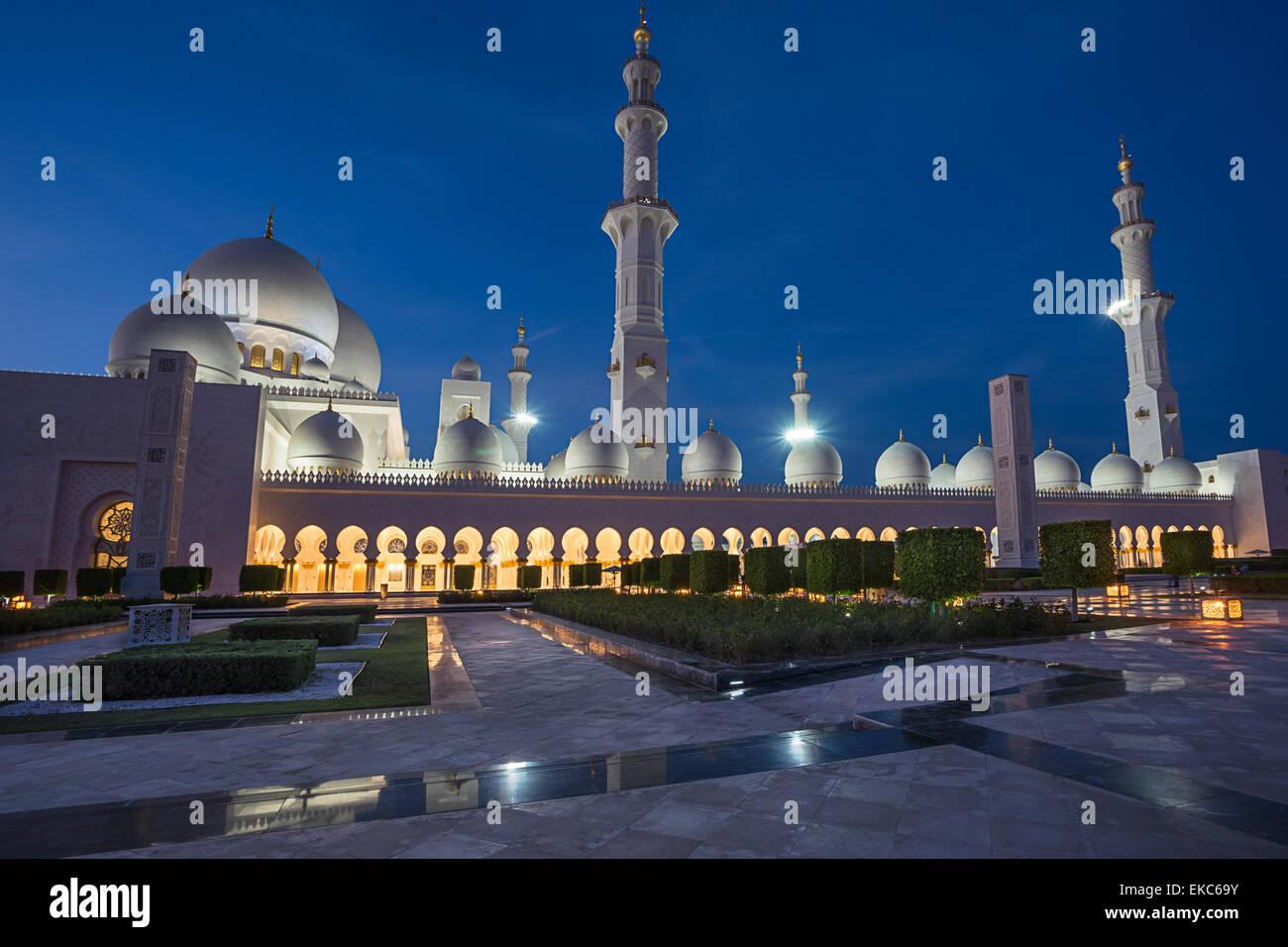 Gran Mezquita de Sheikh Zayed en Abu Dhabi Imagen De Stock