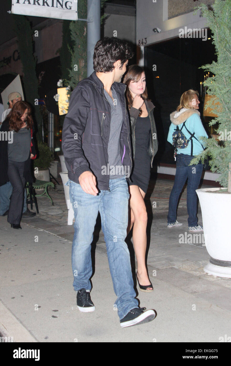 11 May 2011 Hollywood California El Actor Norteamericano Adrian Grenier En Hollywood California Con Su Nueva Novia Fotografía De Stock Alamy